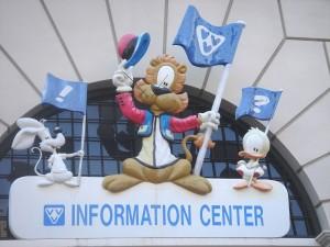 Loeki en vriendjes boven de ingang van het informatiecentrum.